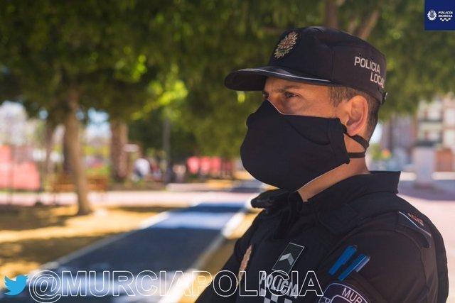 Un agente de la Policía Local de Murcia