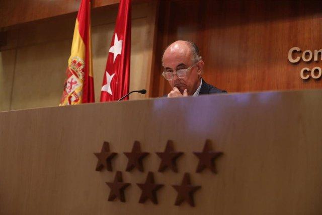El viceconsejero de Salud Pública y Plan COVID-19 de la Comunidad de Madrid, Antonio Zapatero, durante su comparecencia para informar sobre la situación epidemiológica y asistencial por el coronavirus en la región, en la Consejería de Sanidad, Madrid (Esp