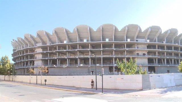 Imagen de las obras inacabadas del nuevo estadio del Valencia CF.
