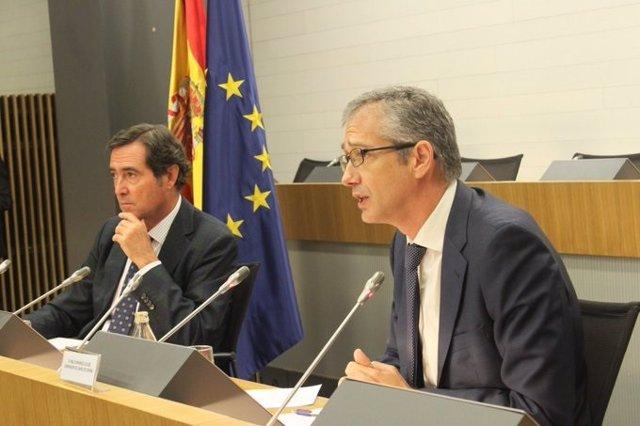 El presidente de CEOE, Antonio Garamendi, y el Gobernador del Banco de España, Pablo Hernández de Cos