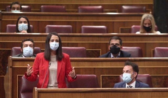 La líder de Cs, Inés Arrimadas, interviene en una sesión de control al Gobierno en el Congreso