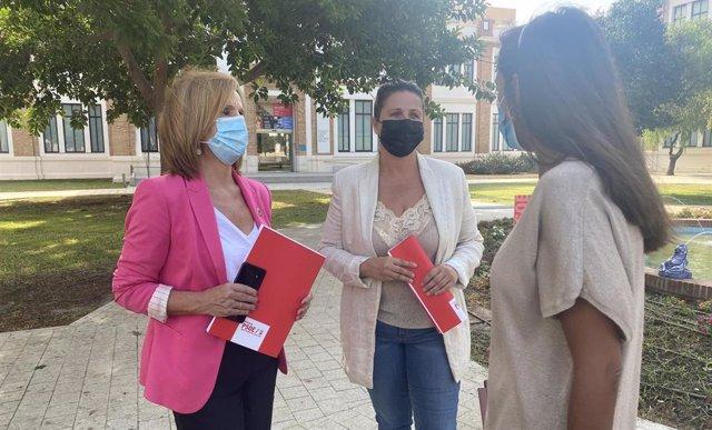 Begoña Medina, viceportavoz del grupo municipal socialista, y Lorena Doña, concejala socialista, en rueda de prensa