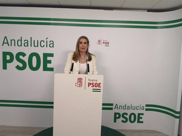 La parlamentaria andaluza por el PSOE de Huelva y vocal en la Comisión de Economía, Conocimiento, Empresas y Universidad en la Cámara andaluza, Manuela Serrano, en rueda de prensa.