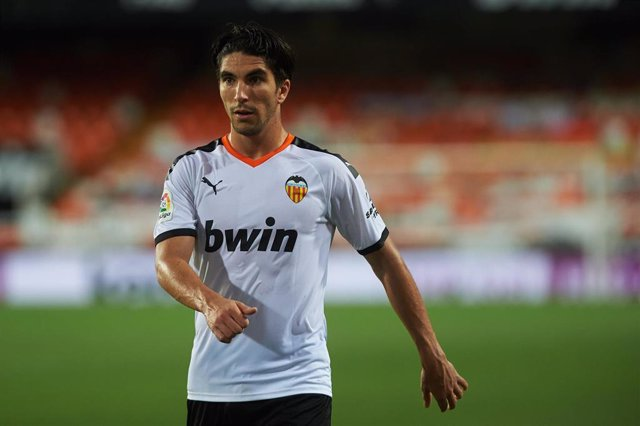 Carlos Soler jugando con el Valencia