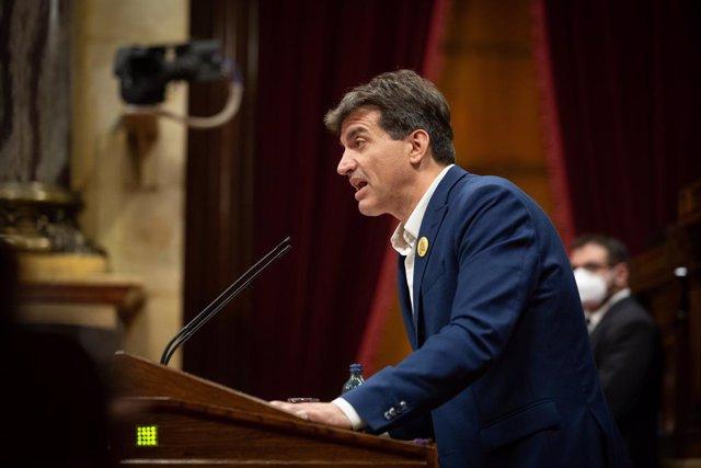 El president d'ERC al Parlament, Sergi Sabrià, durant el debat de política general.