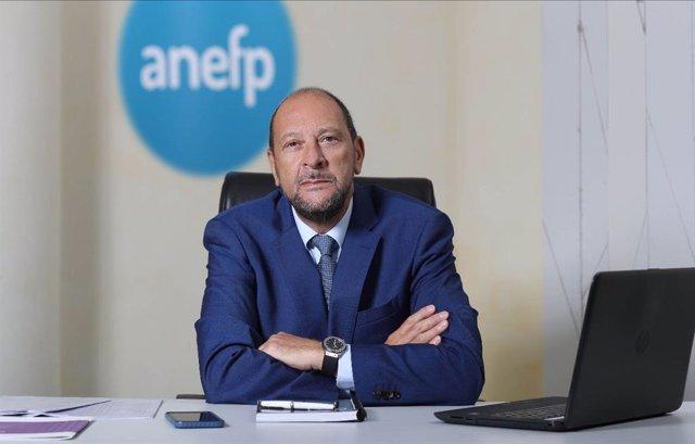 Alberto Bueno, CEO de Laboratorios SALVAT, ha sido reelegido como presidente de la Asociación para el Autocuidado de la Salud (anefp).