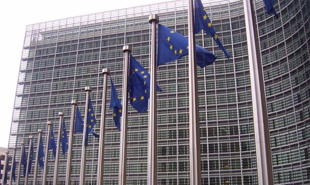 Banderas en la sede de la Comisión Europea en Bruselas