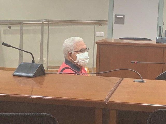 Juicio a un hombre acusado de abusar de su nieta.