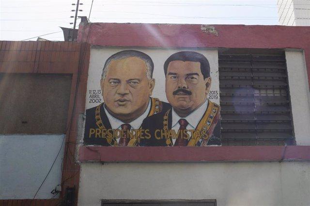 Mural con las imágenes de Diosdado Cabello y Nicolás Maduro