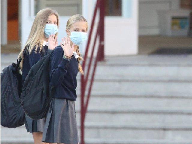 La Infanta Sofía ha empezado el curso escolar acompañada por su hermana Leonor, Princesa de Asturias