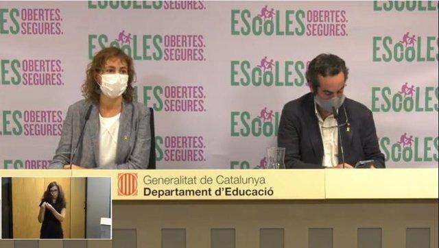 La secretaria general de Educación Núria Cuenca y el de Salud Marc Ramentol