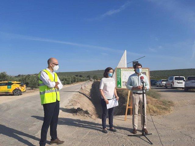 La delegada de Fomento, Infraestructuras y Ordenación del Territorio, Cristina Casanueva, visita la A-3129
