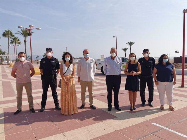 La delegada de la Junta en Almería visita la playa de Vera