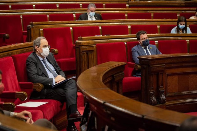 El presidente de la Generalitat, Quim Torra (i), en el Debate de Política General (DPG) en el Parlament, en Barcelona, Catalunya (España), a 16 de septiembre de 2020