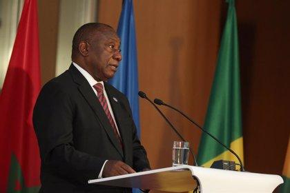 Sudáfrica reducirá aún más las restricciones seis meses después de declarar el estado de emergencia por el coronavirus