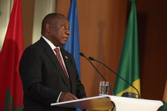 Coronavirus.- Sudáfrica reducirá aún más las restricciones seis meses después de