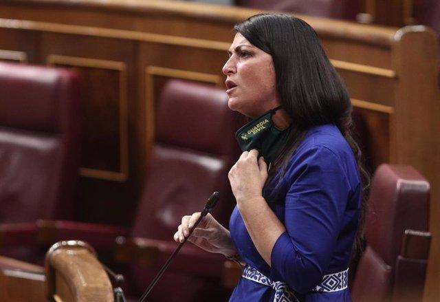 La secretaria general del grupo parlamentario VOX, Macarena Olona, interviene durante una sesión plenaria en el Congreso de los Diputados, en Madrid (España) a 9 de septiembre de 2020. Se trata de un pleno celebrado tras la primera sesión de control al Go