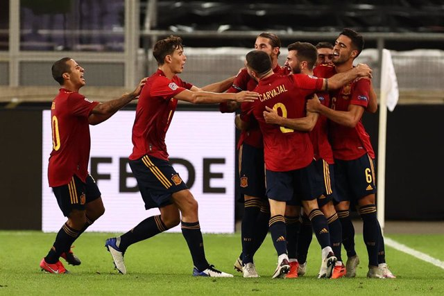 Stuttgart: Spain's Jose Luis Gaya celebrates scoring his side's first goal with teammates during the UEFA Nations League A, group 4 soccer match between Germany and Spain in the Mercedes-Benz Arena. Photo: Christian Charisius/dpa