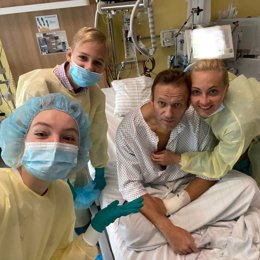 Alexei Navalni en su habitación del hospital