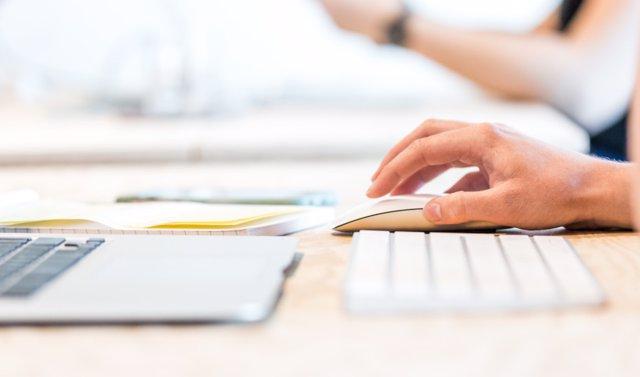 Junta de Andalucía destina 45 millones para la compra de ordenadores portátiles en centros educativos