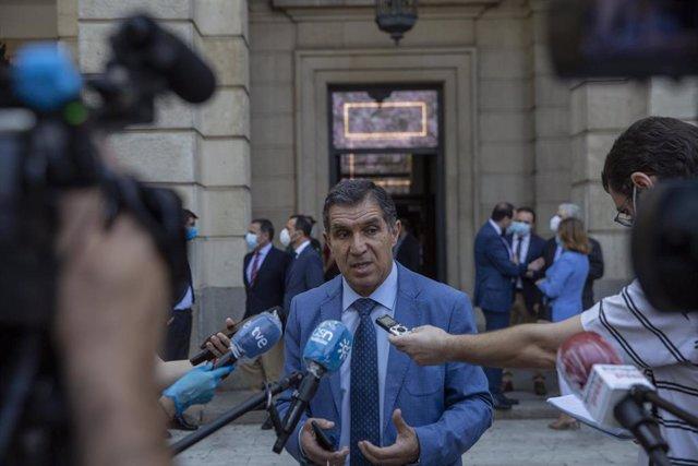 El presidente del TSJA, Lorenzo del Río, atiende a los medios de comunicación, en una imagen de archivo