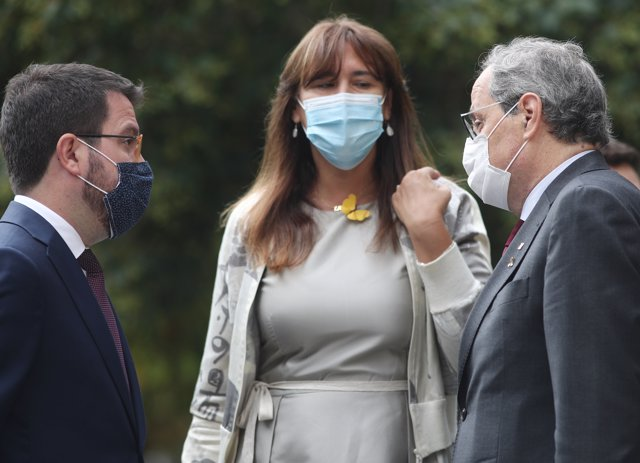 (I-D) El vicepresdiente de la Generalitat, Pere Aragonès; la portavoz de Junts per Catalunya en el Congreso de los Diputados, Laura Borràs; y el presidente de la Generalitat, Quim Torra. Madrid (España), a 17 de septiembre de 2020.