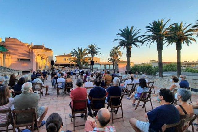 Pla general d'un concert a l'aire lliure al Museu de la Mediterrània programat aquest estiu a Torroella de Mongtrí