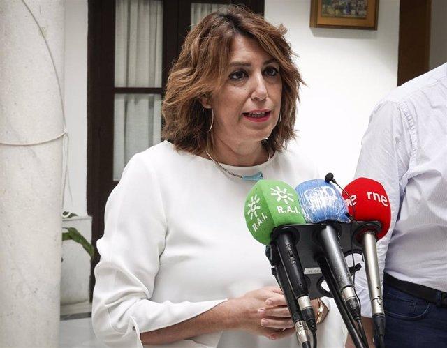 La secretaria general del PSOE-A, Susana Díaz, atiende este jueves a los medios.
