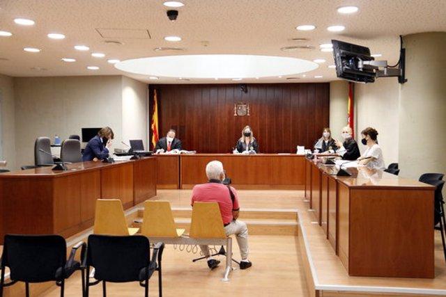 L'home acusat d'agredir sexualment la neta a Mollerussa i Lleida, durant el judici a l'Audiència de Lleida. Imatge del 16 de setembre de 2020. (Horitzontal)
