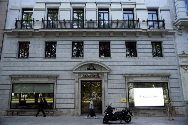 Fachada de la sede del grupo de seguros suizo Helvetia, en Madrid (España), a 25 de junio de 2020.