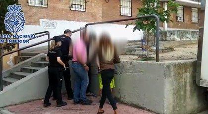 Tres detenidos por apuñalar anoche a un hombre que les había recriminado no llevar mascarilla