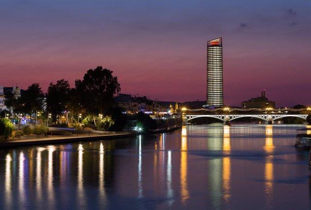 Eurostars Torre Sevilla 5* vista noctuna