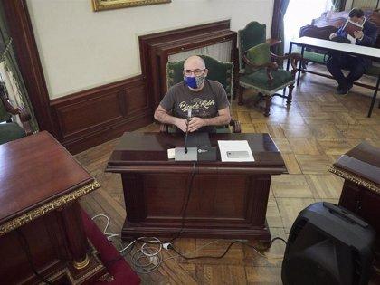 La juez ve indicios de delito contra Abaurrea en el forcejeo por la ikurriña en el chupinazo del pasado año