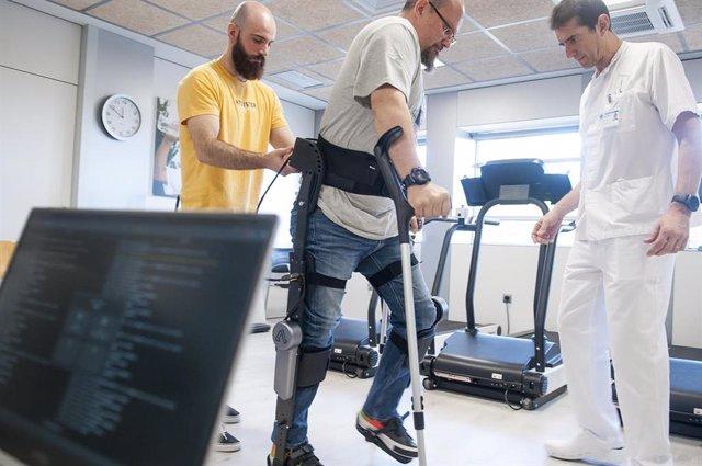 Asepeyo participa en la creación de un exoesqueleto robótico que permite caminar a lesionados medulares.