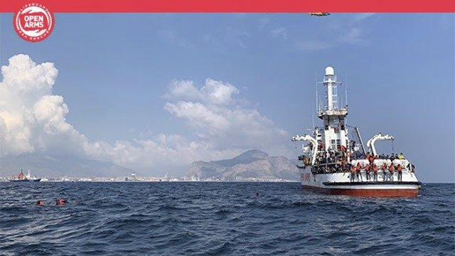 Europa.- El 'Open Arms', a la espera de poder atracar con 188 personas a bordo