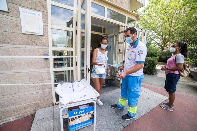 Dispositivo para la realización de pruebas PCR en el Centro de Salud Federica Montseny, para población de entre 15 y 49 años y destinado a la detección precoz de coronavirus en personas asintomáticas, a 20 de agosto de 2020.