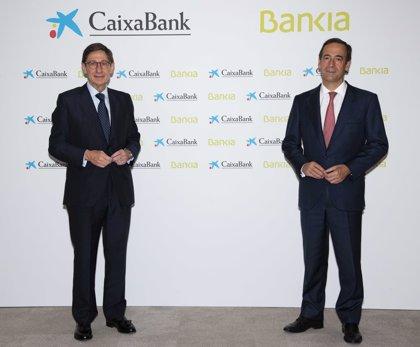El grupo resultante de la fusión de Caixabank y Bankia prevé ahorros anuales de 770 millones