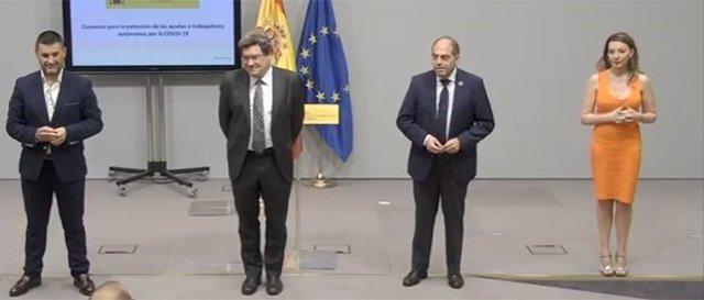 El ministro de Inclusión, Seguridad Social y Migraciones, José Luis Escrivá, y los representantes de las organizaciones de autónomos