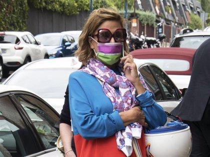 """Ágatha Ruiz de la Prada, colorida """"motera"""" por las calles de la capital"""