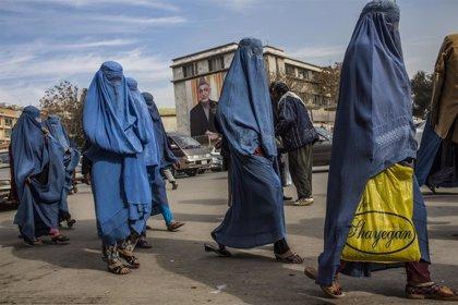 El presidente de Afganistán aprueba la inclusión del nombre de la madre en el carné de identidad