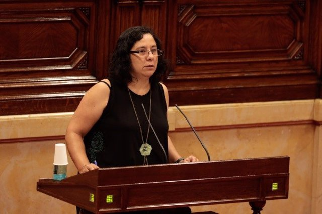 La diputada Susanna Segovia (comuns) en el ple del Parlament del 4 de juny del 2020
