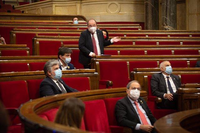 El líder del PSC, Miquel Iceta (corbata vermella), intervé en el ple del Parlament. Barcelona, Catalunya, (Espanya), 9 de setembre del 2020.