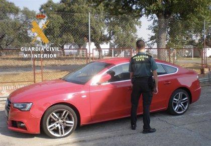 Recuperan en Casatejada (Cáceres) un vehículo robado en Madrid a una mujer tras quedar para la compra de una casa