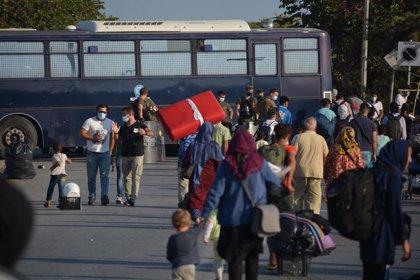 Grècia.- Uns 150 migrants i refugiats donen positiu per coronavirus al nou campament de Lesbos