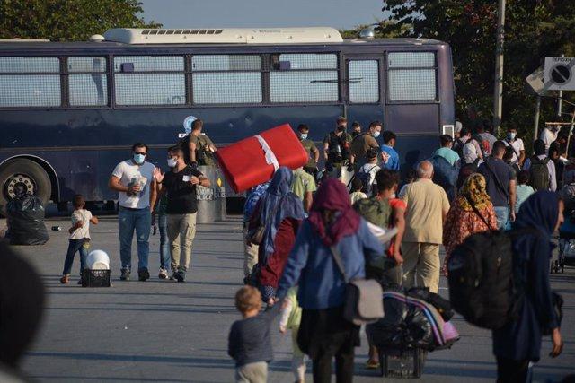 Trasllat de migrants i refugiats al nou campament a Lesbos