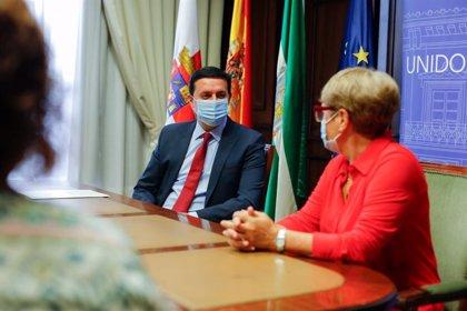 Diputación de Almería apoya a Argar en su campaña 'Lazos dorados' contra el cáncer infantil