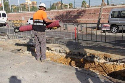 Endesa trabaja en la renovación de cuatro kilómetros de cableado de baja tensión en el Polígono Sur