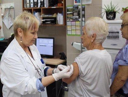 Sanidad contacta a pacientes de riesgo para que acudan a vacunarse contra la gripe a partir del 5 de octubre