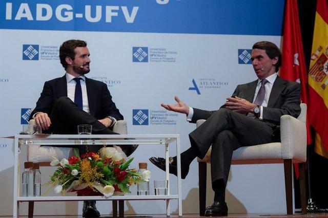 El presidente del PP, Pablo Casado,  y el expresidente del Gobierno, José María Aznar, durante el diálogo `España ante un cambio de régimen el Auditorio de la Universidad Francisco de Vitoria, en Madrid (España), a 28 de enero de 2020.