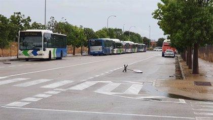 Retiran 26 buses de la EMT de servicios mínimos contra los que se han lanzado huevos
